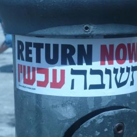 Aufkleber von Schalom Achschav in Jerusalem, Foto: Fabian Schmidmeier