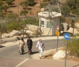 Bewaffneter Siedler in Kiryat Arba, Foto: Fabian Schmidmeier